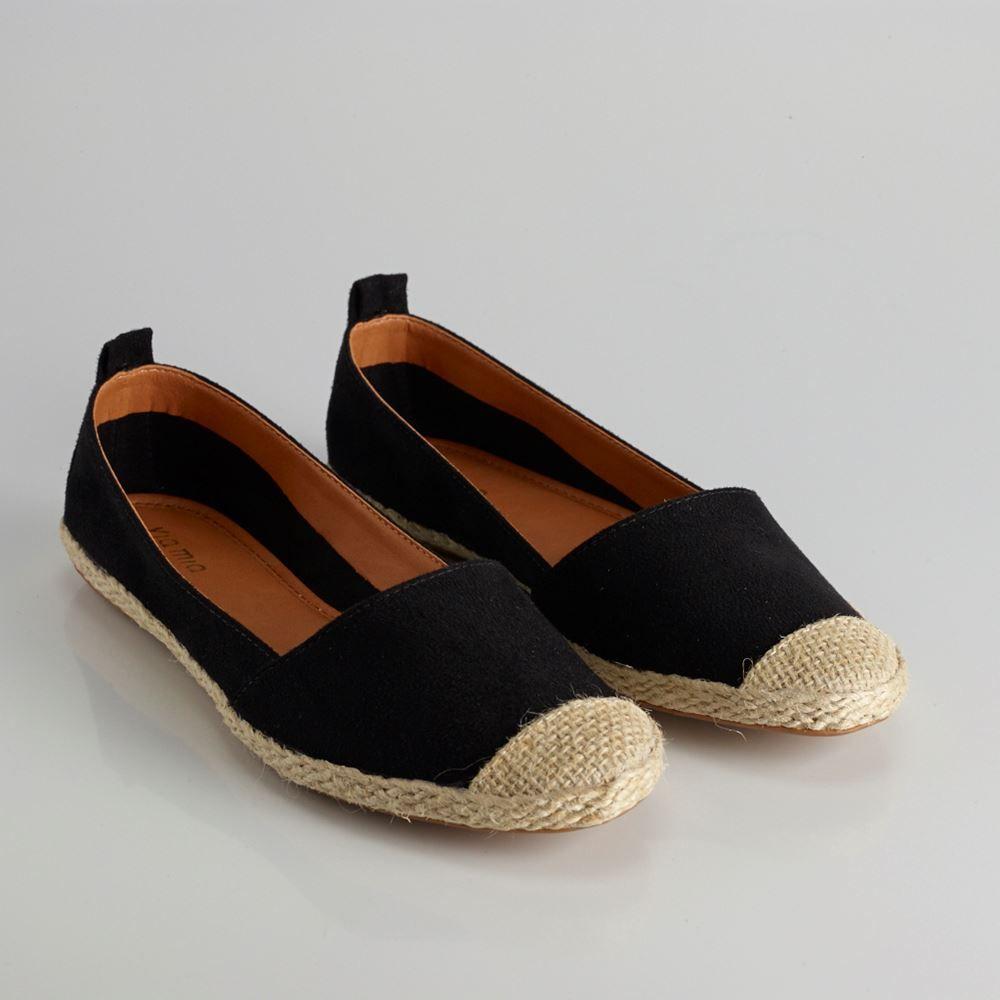 b42c9c352 Alpargata: É um calçado pre so ao pé por meio de tiras de couro, corda ou  pano; espécie de sapatilha feita em brim. Teve origem entre os  trabalhadores das ...