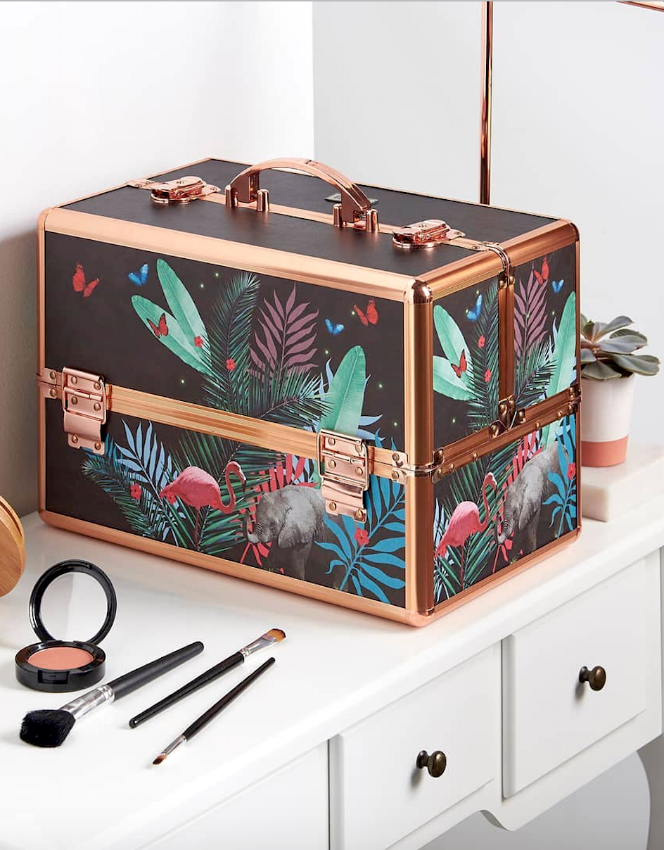 8 Effortless Diy Ideas To Organize Makeup According To Your Personality Type Make The Most Of Your Makeup S Makeup Case Acrylic Makeup Storage Makeup Storage