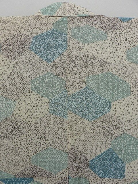 Ivory, Turtle and Edo Pattern Komon / アイボリー地 亀甲取り江戸小紋柄 小紋