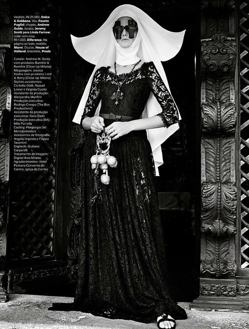 CHEIA DE GRAÇA (Vogue Brasil)