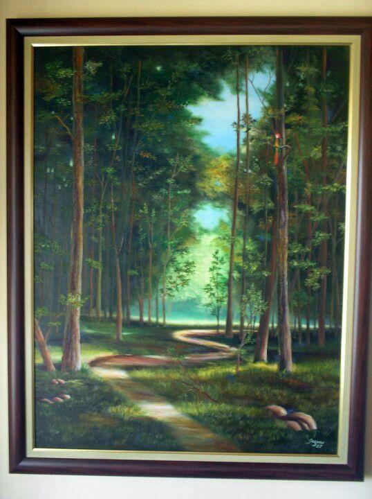 Bosque con camino y lapa