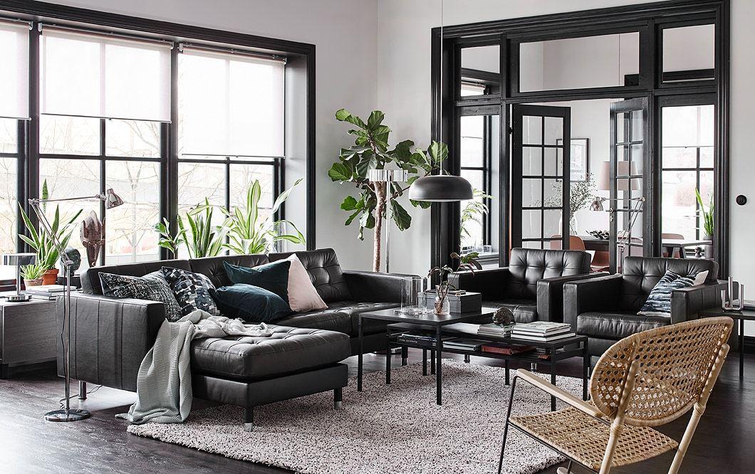 s jour noir beige et blanc canap en cuir noir avec m ridienne et deux fauteuils plac s c te. Black Bedroom Furniture Sets. Home Design Ideas