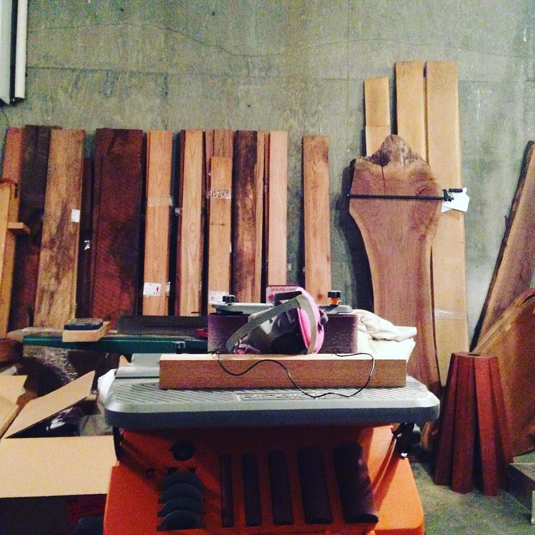 Still unpacking but at least I got the oscillating sander up and running so I can work some. Moving is not so fun. #woodshop by artofplants