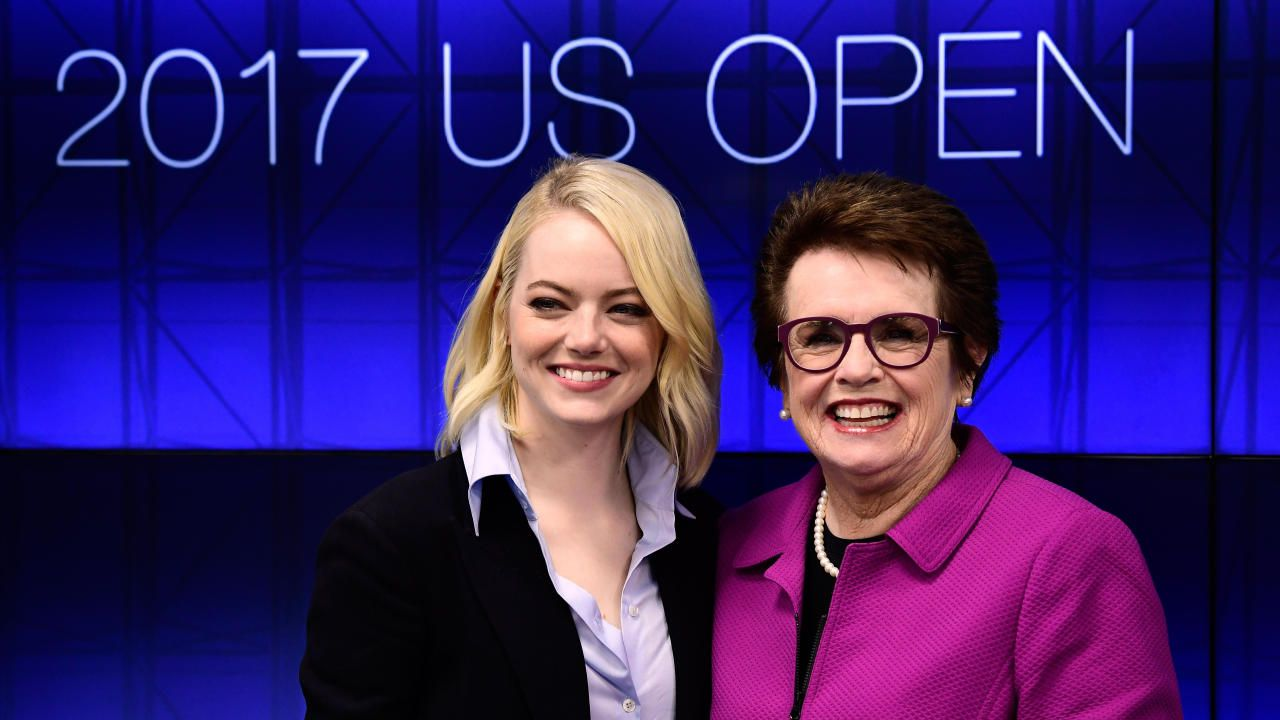 Emma Stone Billie Jean King Talk About Pay Equality Ahead Of Battle Of The Sexes Billie Jean King Emma Stone Young Actresses