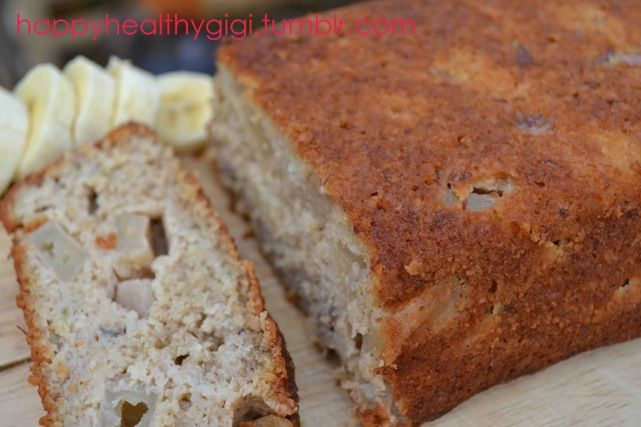 Clean Eating Banana & Apple Bread. This bread is soooo beautiful and moist. It has no added sugars, plus it's lactose & gluten free. #glutenfree #cleaneating