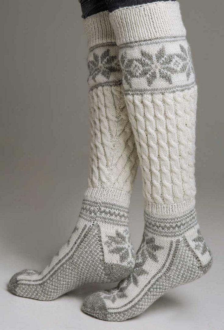 Lange sokker med tradisjonelt mønster fra Viking