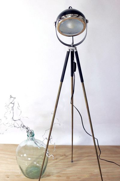 industrie design stehlampe tripod scheinwerfer. Black Bedroom Furniture Sets. Home Design Ideas
