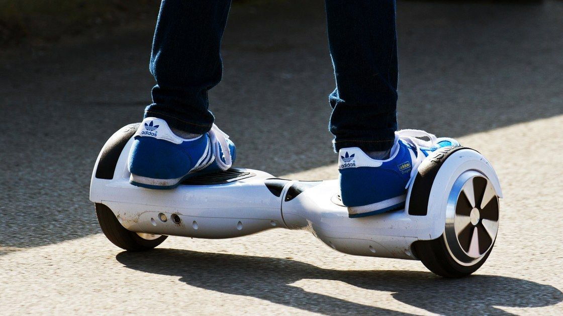 Live Coverage Of Me Attempting To Ride A Hoverboard Hoverboard Sneakers Nike Riding
