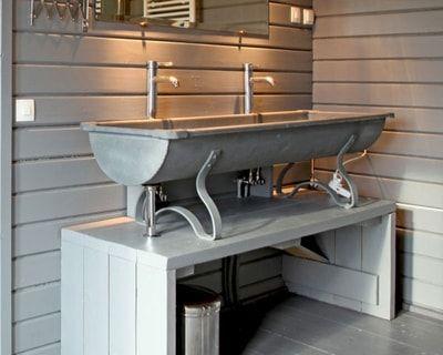 Un abreuvoir de ferme 20 meubles sous vasque r cup 39 pour - Detourner un meuble pour salle de bain ...