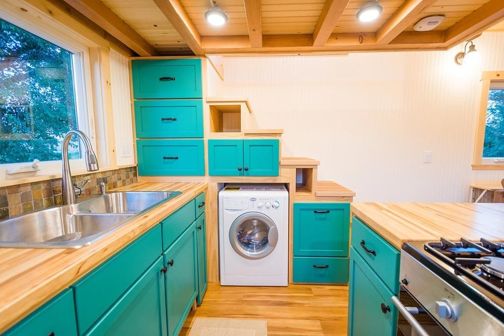 Laura's 26' x 10' Tiny House on Wheels by MitchCraft Tiny Homes #tinyhomes