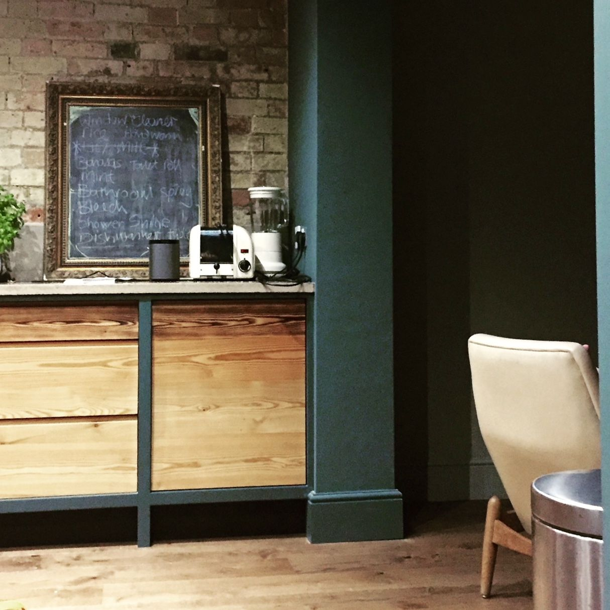 Best Dark Blue Walls What S Not To Love Dark Blue 400 x 300