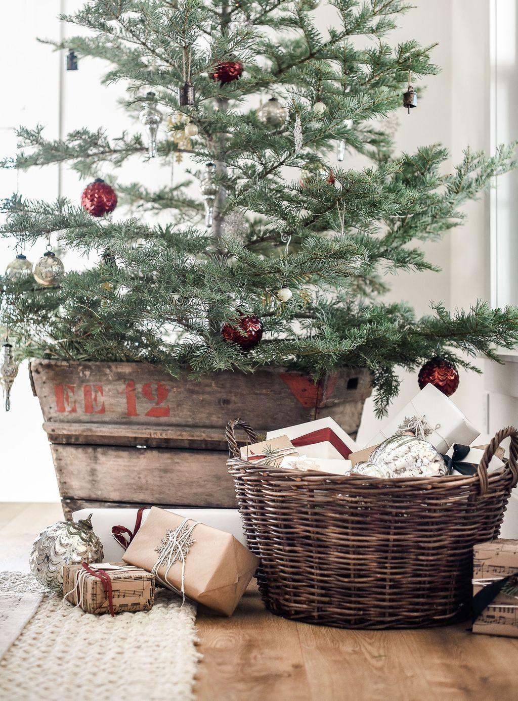 35 Amazing Farmhouse Christmas Decor | Trending Decoration
