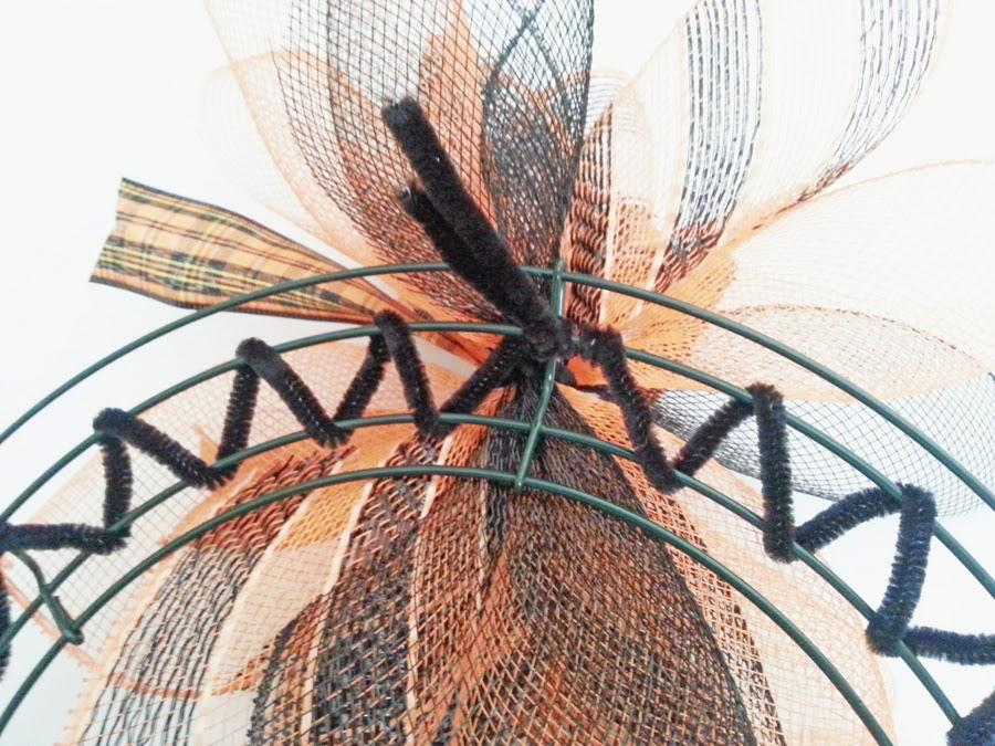 Photo of How to make a decorative mesh sunburst wreath