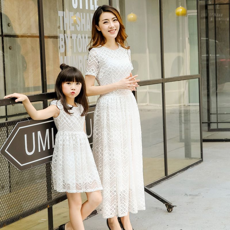 Summer Style Family Matching Outfits Mother and Daughter Lace Princess Dresses  Matching Mom Daughter Family Clothes 866d461c96bc