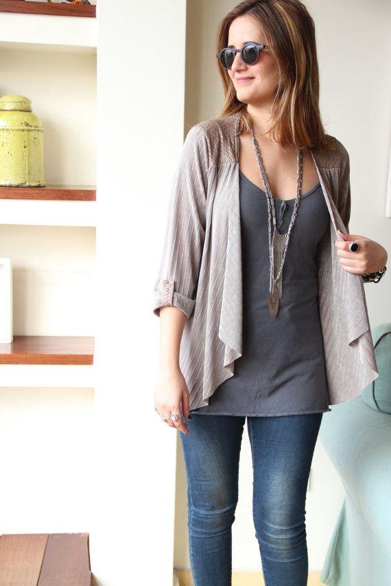 Traje de chaqueta: 'tops' y blusas para adaptarlo a todas