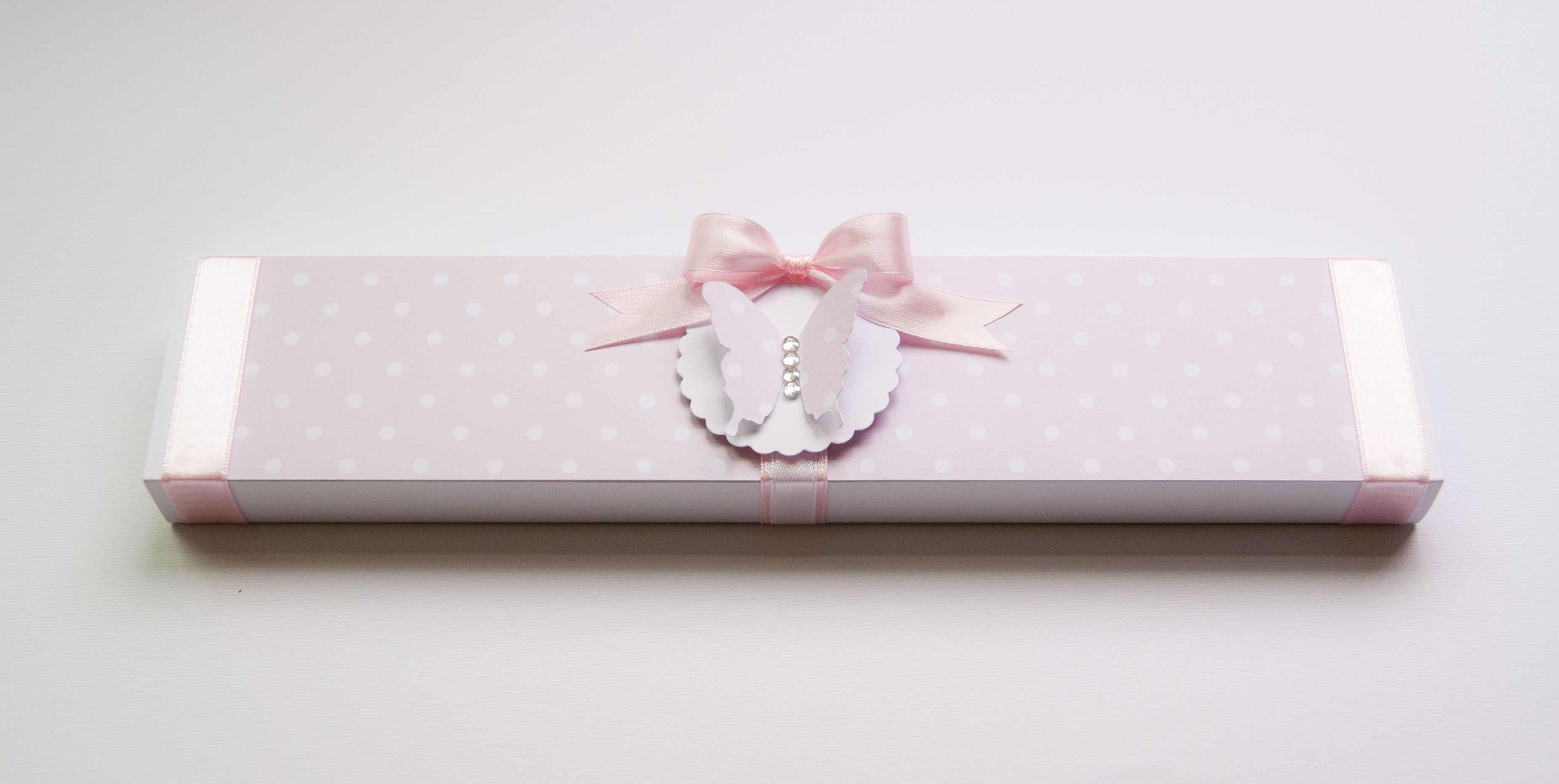 pink butterfly box https://www.facebook.com/pages/Minù-Minù-collezioni-artistiche/1441713376099936