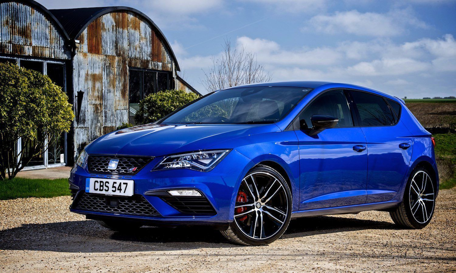 2017 seat leon cupra 300 reviewed it s a blast car. Black Bedroom Furniture Sets. Home Design Ideas