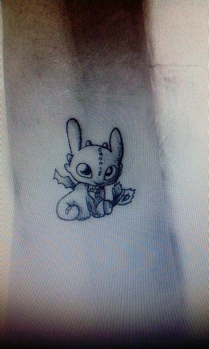 little night fury tattoo toothless desdentao tattoos tatouage disney tatouage et tatouage. Black Bedroom Furniture Sets. Home Design Ideas