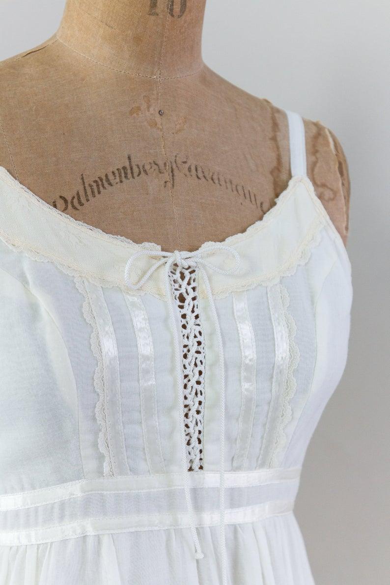 Vintage 1970s Maxi Dress White Peasant Dress 70s Boho Dress Cotton Gunne Sax Dress White Maxi Dresses 70s Dress Maxi Dress [ 1191 x 794 Pixel ]