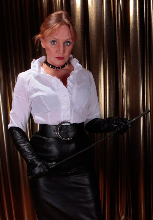mature-woman-with-gloves