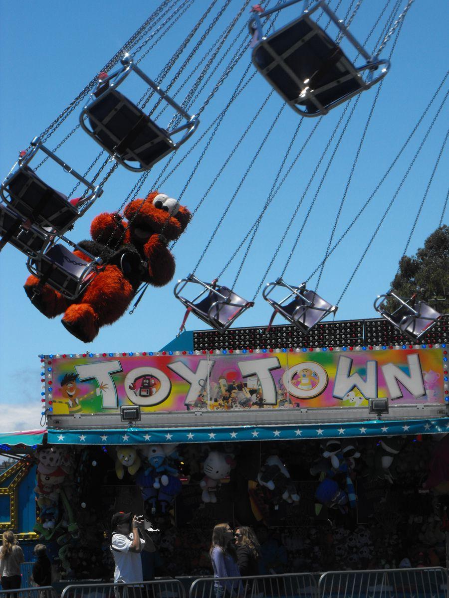 File:Paulos Circus in Teignmouth, 15 June 2013.jpg