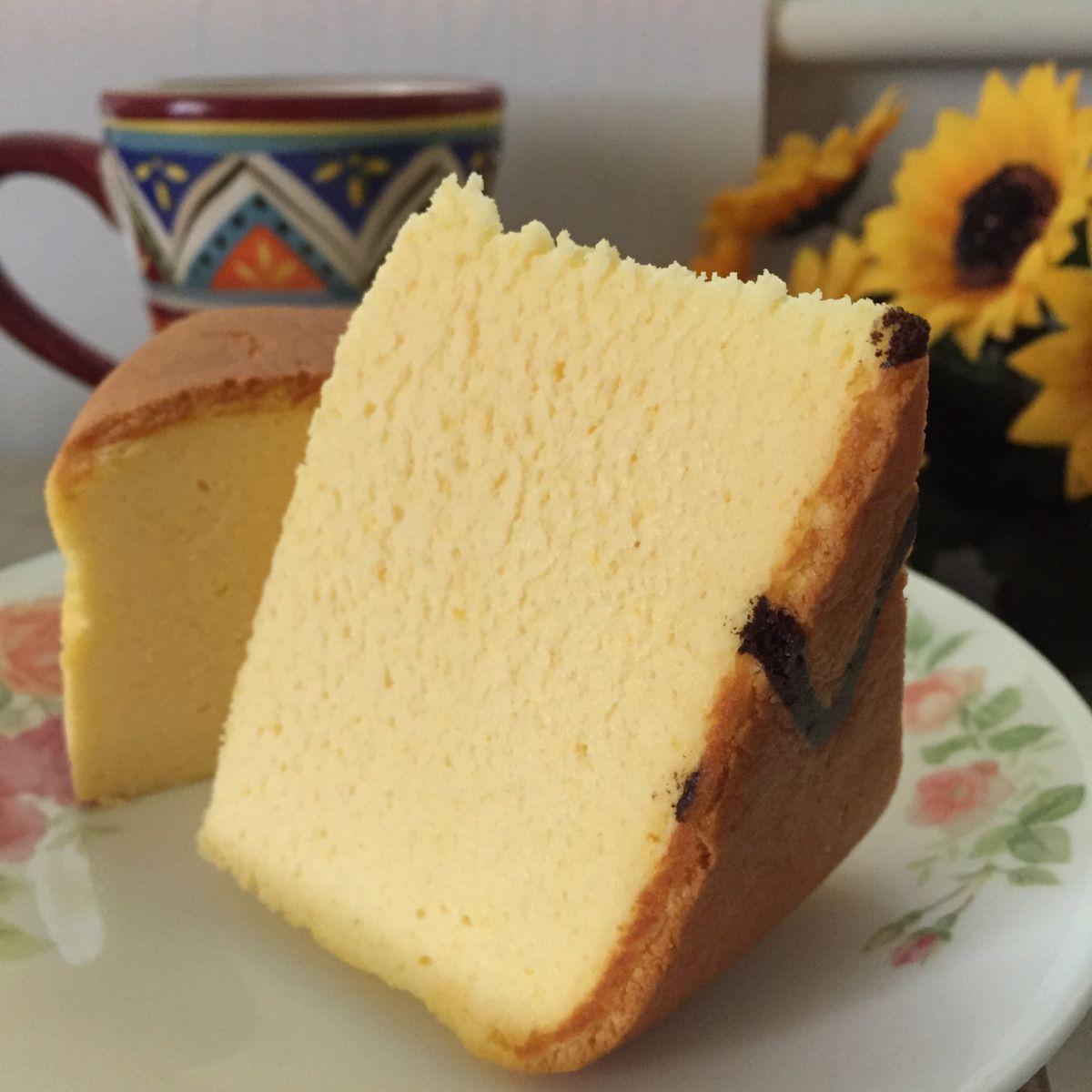 Pumpkin Cheesecake Ingredients: 250g cream cheese 120g pumpkin flesh (steamed and mashed, nett weight) 5 egg yolks 60g castor sugar 60g butter 150g full cream milk 50g cake flour 20g cornflour 1/4 tsp salt 1 tsp Vani…