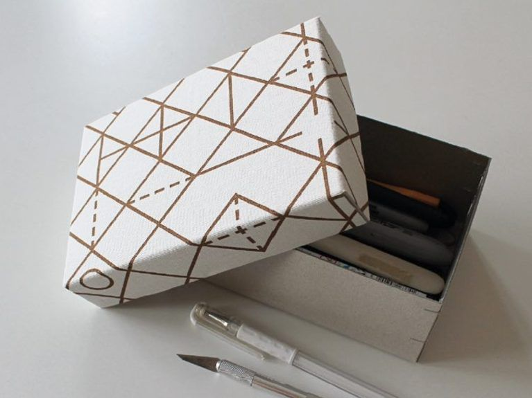 diy anleitung schachtel mit stoff beziehen tutorial cover box with fabric via. Black Bedroom Furniture Sets. Home Design Ideas