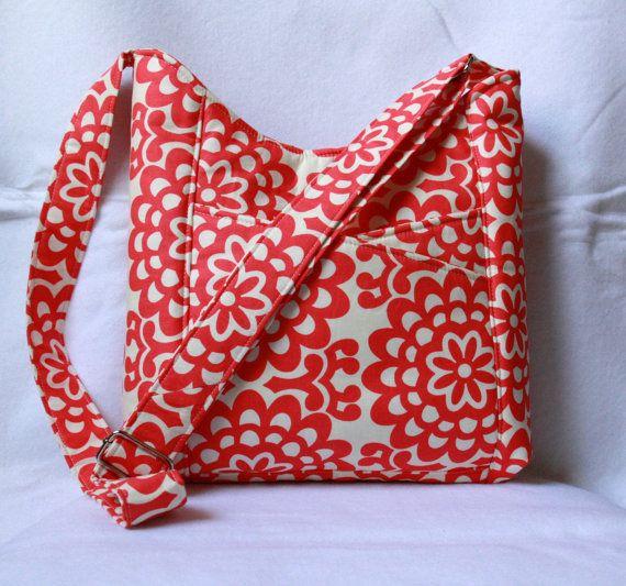 Attraversare il corpo Tote Bag con tasche frontali - Wallflower Cherry da Amy Butler