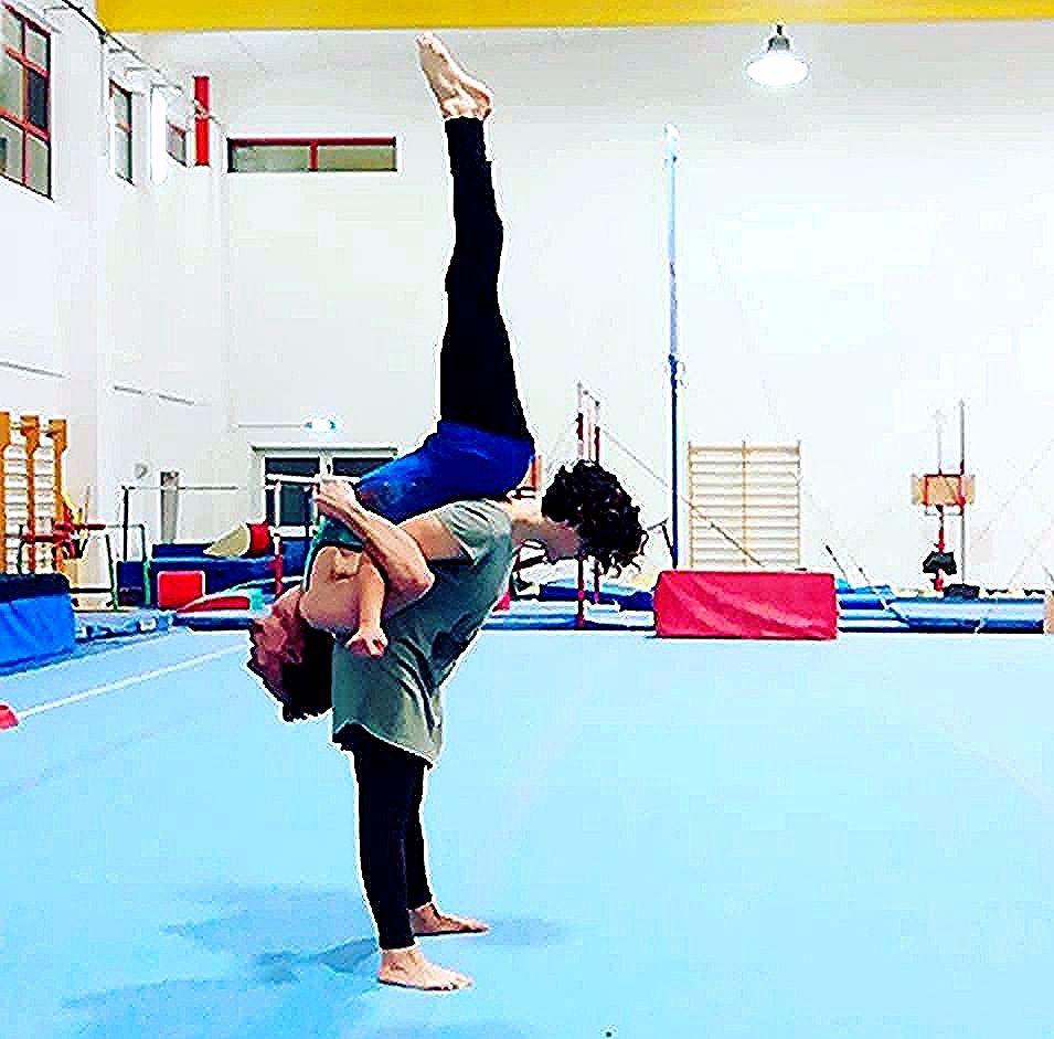 Ugualmente opposti. #gym #acroyoga #acrobalance #acrogym #acro #duoacro #acroduo #ginnastica #acroba...