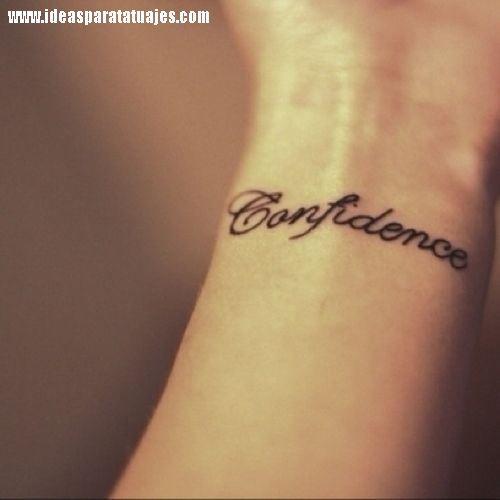 Tatuajes De Frases Y Palabra En La Muneca De Una Mujer 2 Bebe