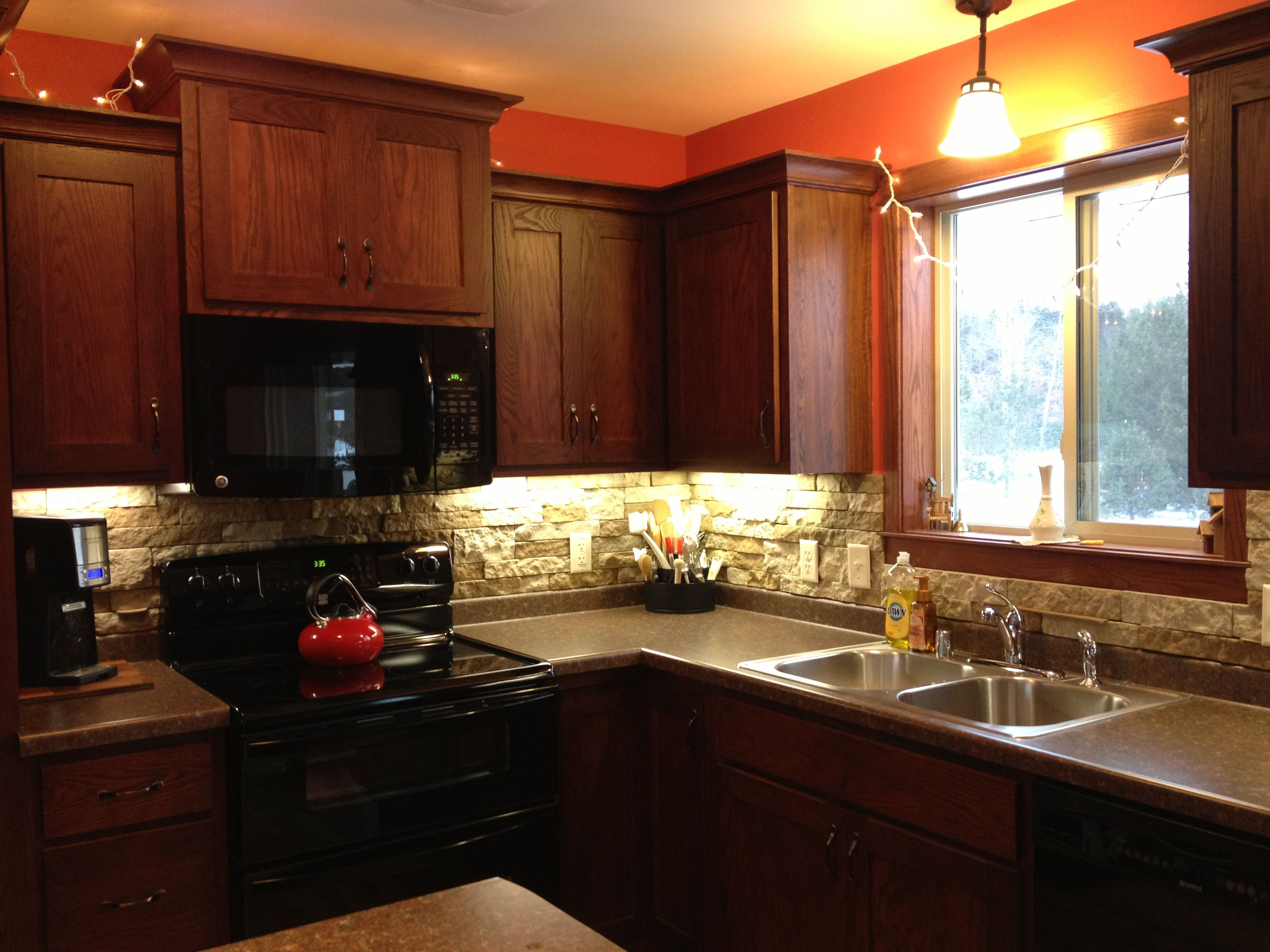 our kitchen backsplash done with airstone from lowe s on kitchen remodeling ideas and designs lowe s id=49031