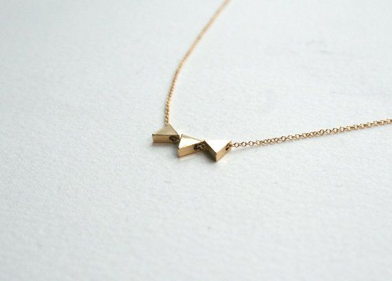 Gold 3 Triangle Necklace Gold Tiny Triangle Charms On 14k Gold Filled Chain Triangle Jewelry Gold Triangle Necklace Triangle Jewelry Triangle Necklace
