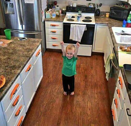 Creo que este niño ha desbloqueado un reto o algo. Lo que ha hecho con las zanahorias es muy de gamer de aventura gráfica. :)