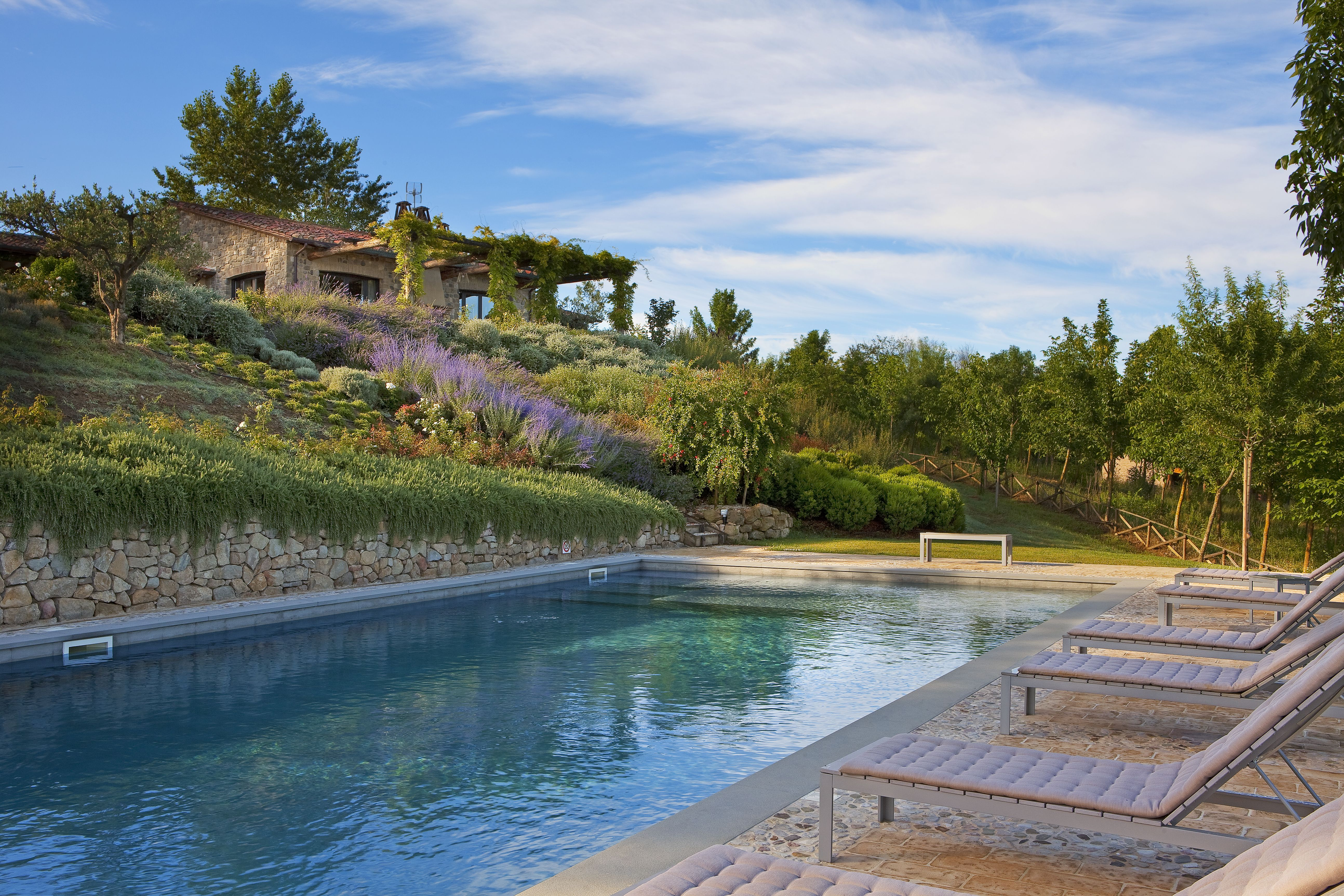 La Segreta, beautiful house and farmhouse to rent in Umbria, Italy. For 10 people. 6000$ a week in high season. Dreamy pool.