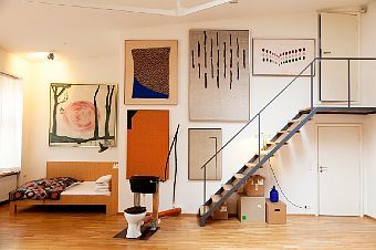 Paintings, chez Stephan Landwehr - I like mixing various large, paintings to fill a large wall