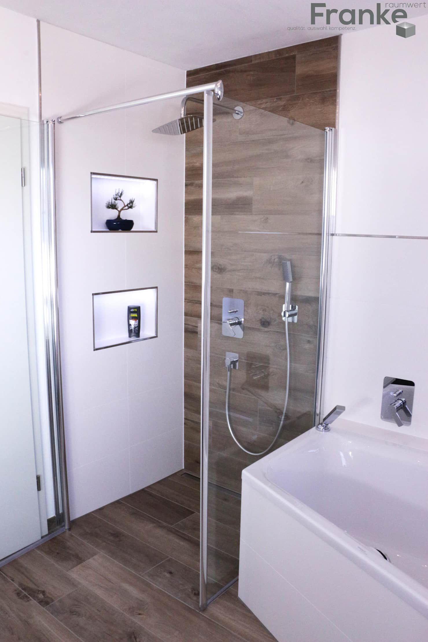 Badezimmer in einer modernen holzoptik moderne badezimmer von elmar franke fliesenlegermeisterbetrieb e.k. modern fliesen | homify