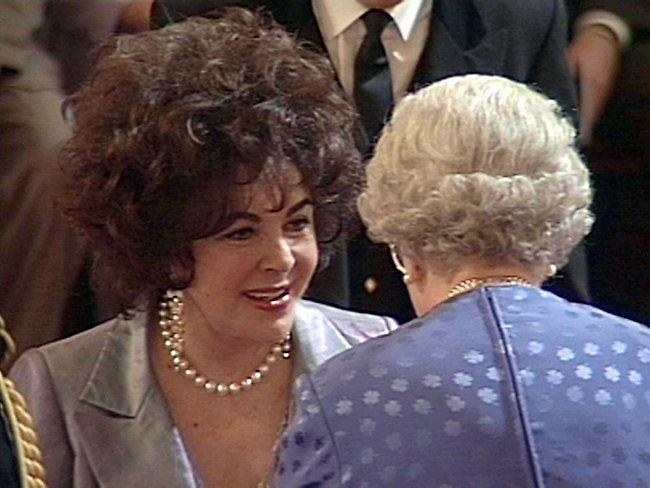 A Videograb Shows Elizabeth Taylor Receiving The Honor Of Dame Commander Of The Order Of The Bri Elizabeth Taylor Elizabeth Taylor Cleopatra Queen Elizabeth Ii