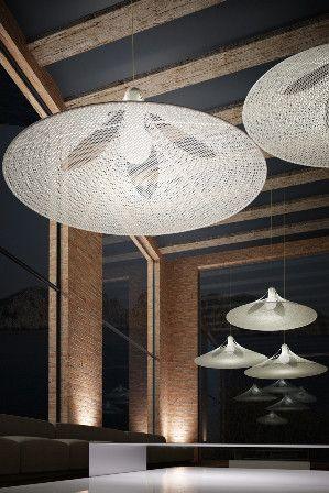 Lámpara de techo blanca con motivo