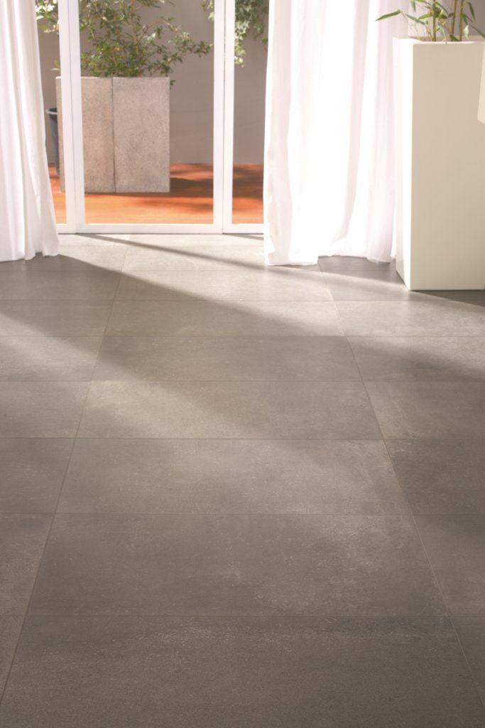 Extra grote tegels met beton look in warme bruine tint - Vloer ...