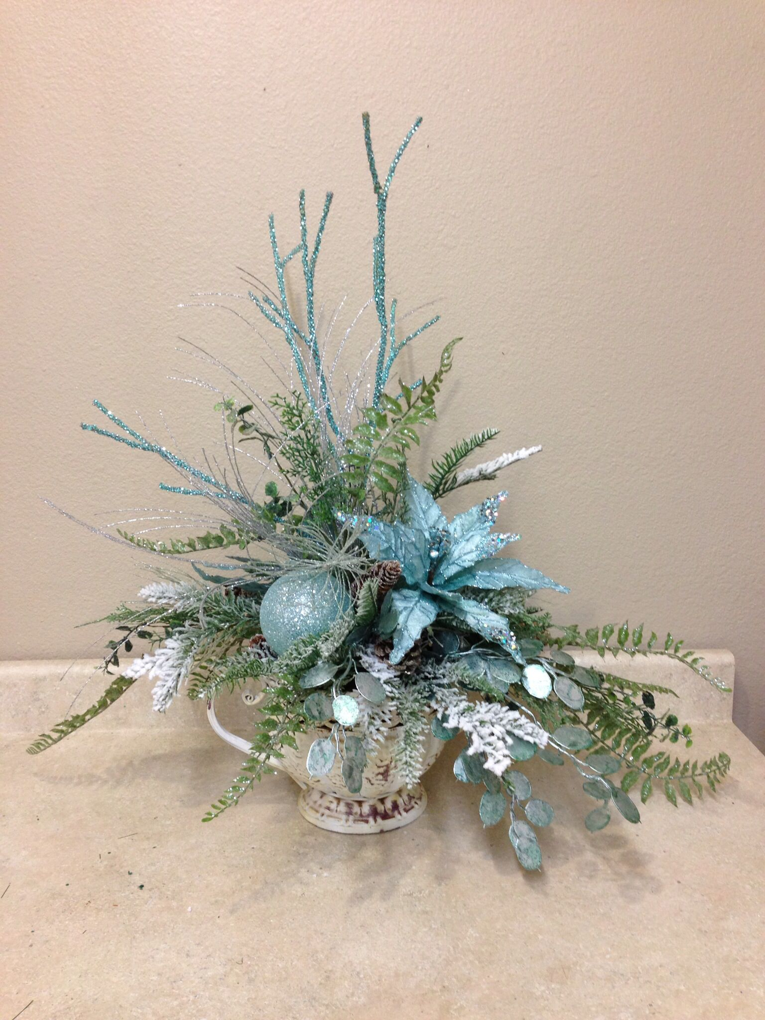 How to make christmas centerpieces with ice - Blue And White Christmas Arrangement