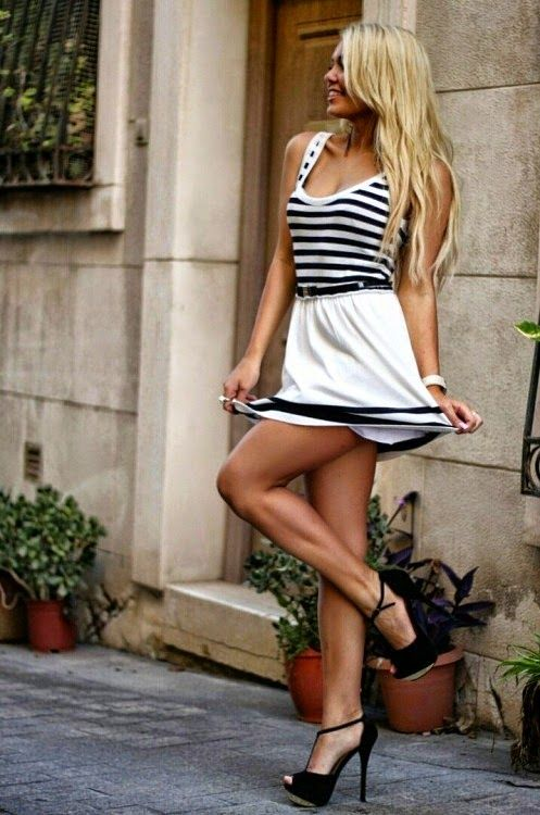 Gorgeous blonde woman with striped mini dress and peep toe - Femme blonde photo ...