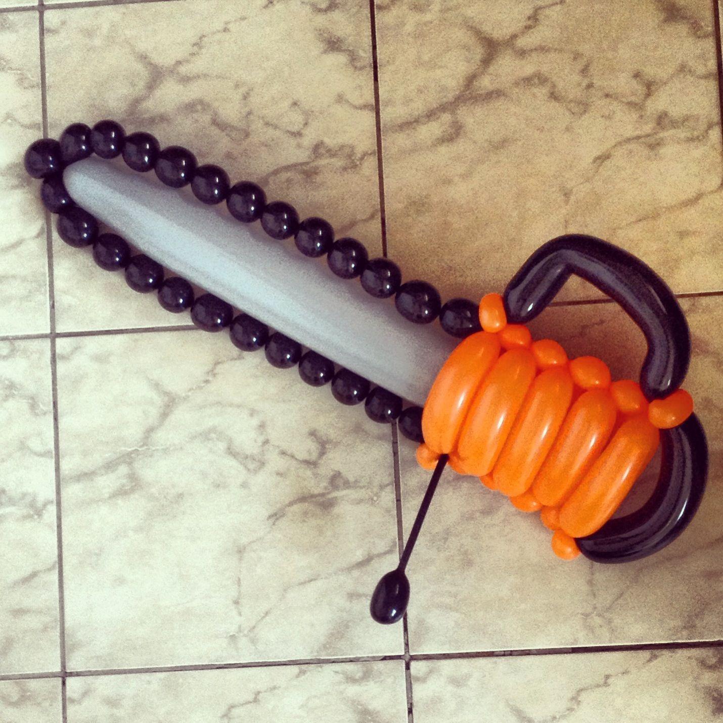 Motosierra con globos   -   Balloon chainsaw