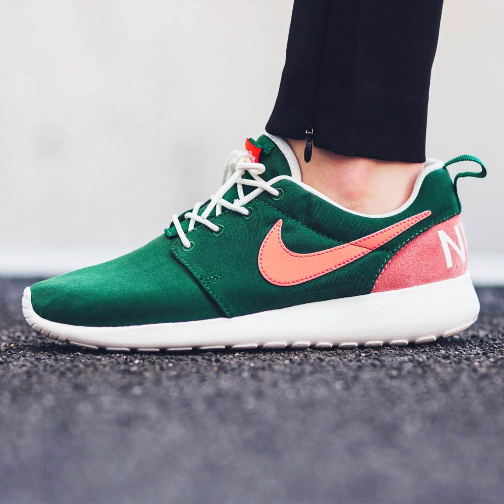 Beautiful colorway. Retro sneaker. | Style | Nike shoes ...
