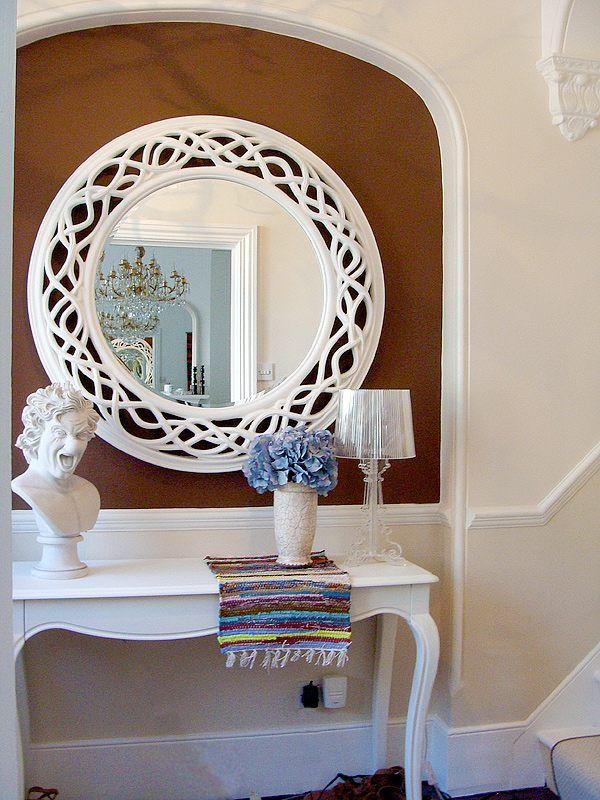 runde spiegel flur weißer spiegelrahmen mediterran ambiente - gemutlichkeit zu hause strick woll fellmobel decken