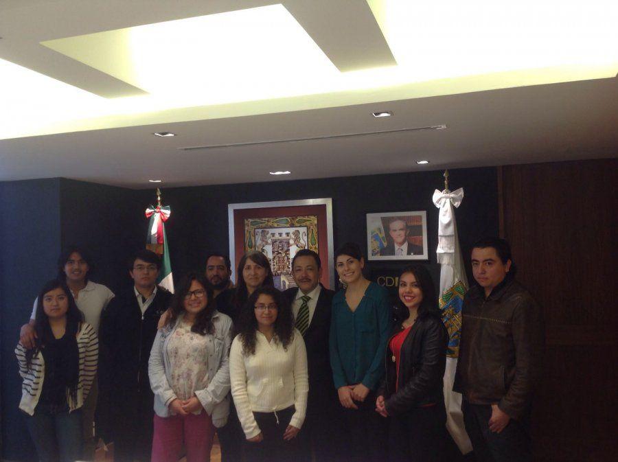 Hector Serrano se reúne con ganadores del MapatonCDMX