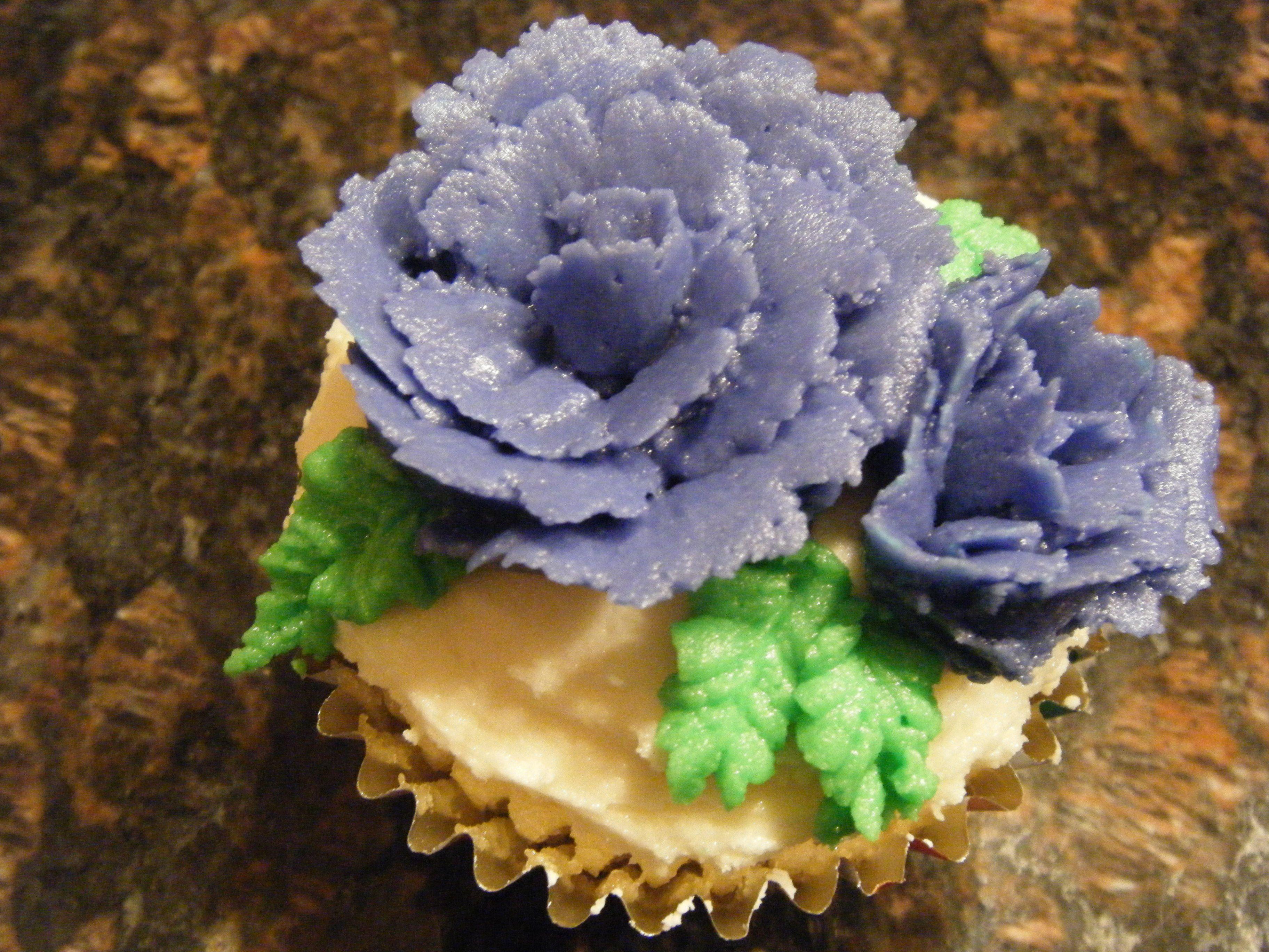 purple rose cupcake (Fall/13)