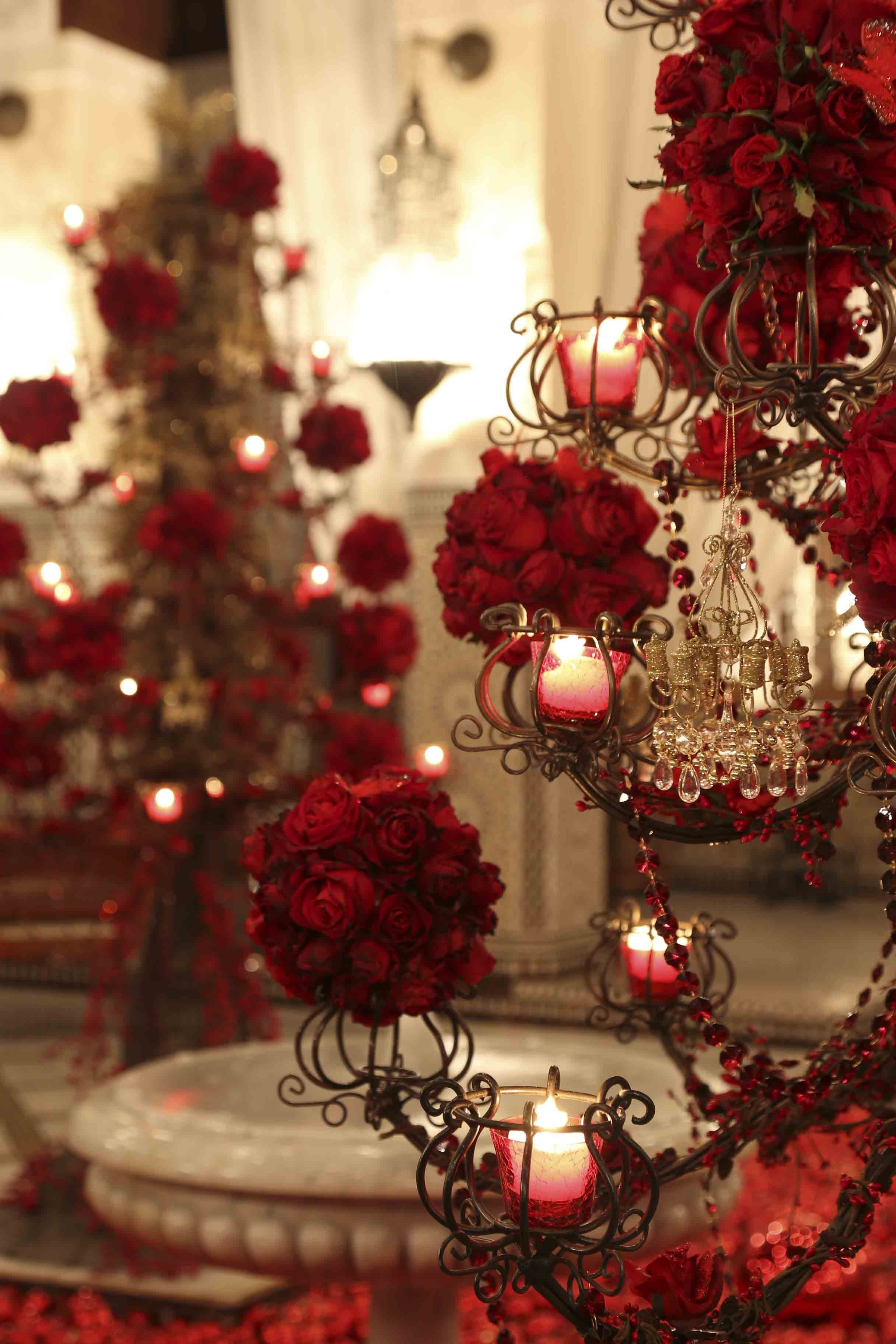 Look At The Wonderful Red Roses On The Golden Arabesque Christmas Trees Beautiful Candles Candle Light Decor Christmas Decorations