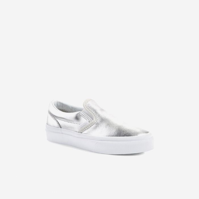 Wear this classic silver metallic slip-on by Vans to pep up your minimal outfit and add a touch of glamour to your casual look. @seleccted