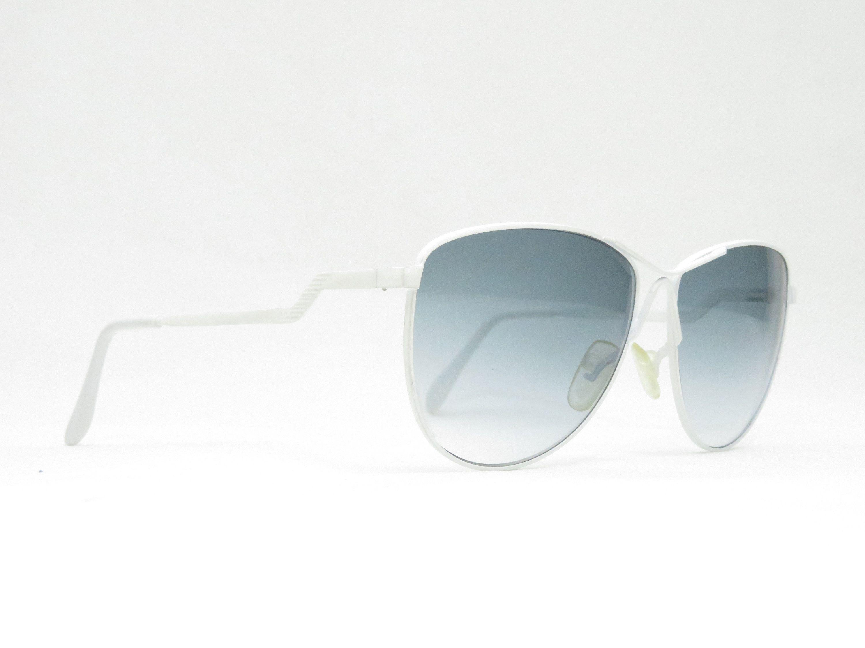 Vintage Sonnenbrille Mit Grau Getonten Verlaufsglasern Und Weissem
