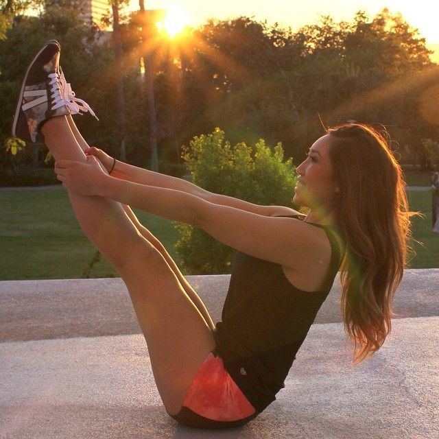 The inspiring fitness girls to follow on Instagram for workout tips, motivation and more.